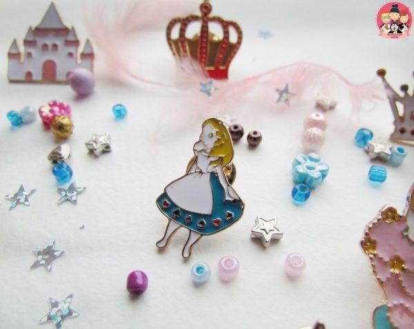Значок «Алиса в стране чудес»