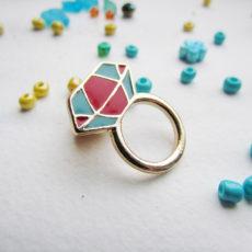 Значок Кольцо с рубином